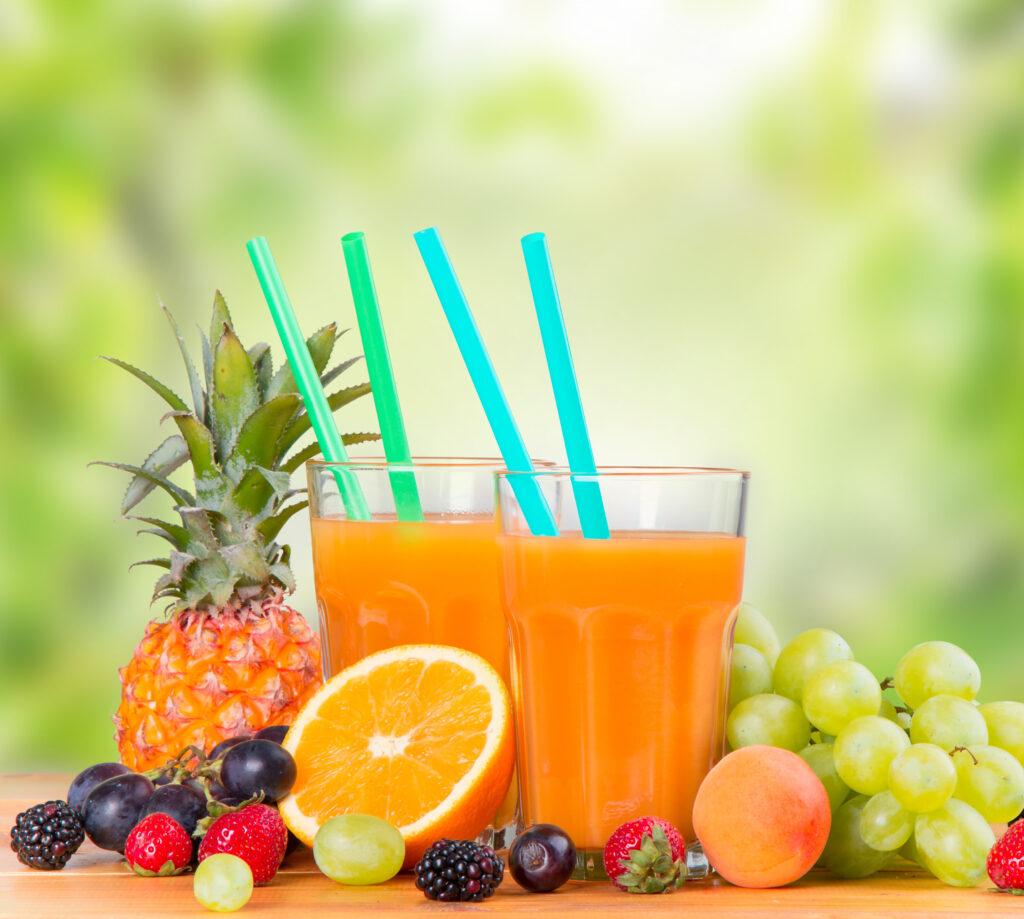 Fruchtsaft in zwei Gläsern